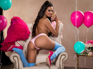 [Twistys] Eliza Ibarra – Balloons And Bubble Gum