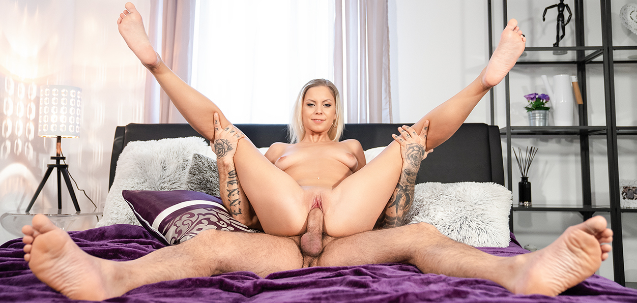 [DaneJones] Julia Parker – Blonde orgasm hunter is satisfied