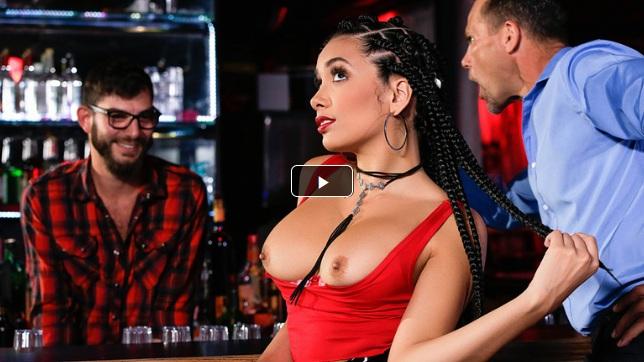 [SneakySex] Aaliyah Hadid – Last Call